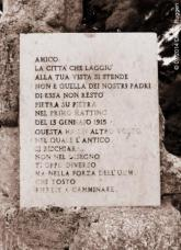Avezzano - Lapide commemorativa del Monumento ai caduti del terremoto del 1915